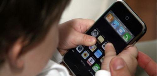 Rebecca, 12 anni: non vuole il telefono cellulare