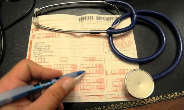 Più soldi da Big Pharma, più il medico prescrive: ecco le prove