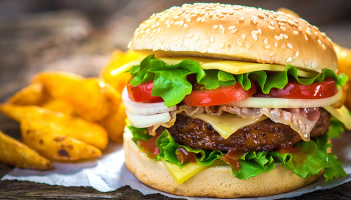 Inganno, vegano, hamburger: tre parole che si possono usare per dire (o far intendere) molte cose...