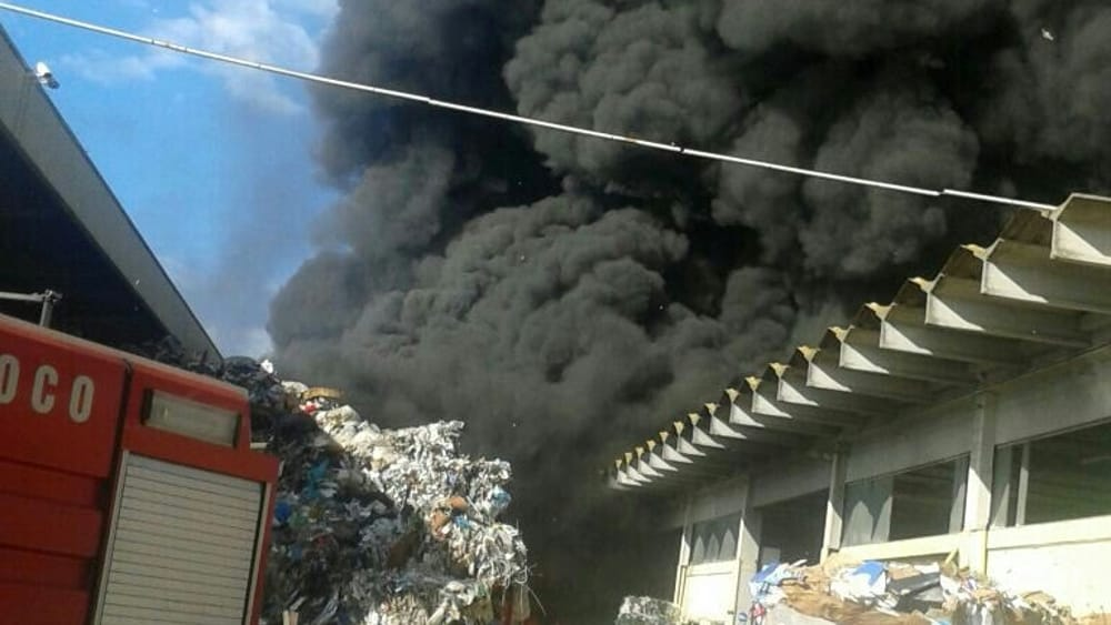 Disastro ambientale a Pomezia: cosa c'è dietro?