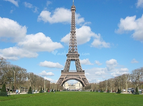 A Parigi l'acqua è pubblica e costa meno