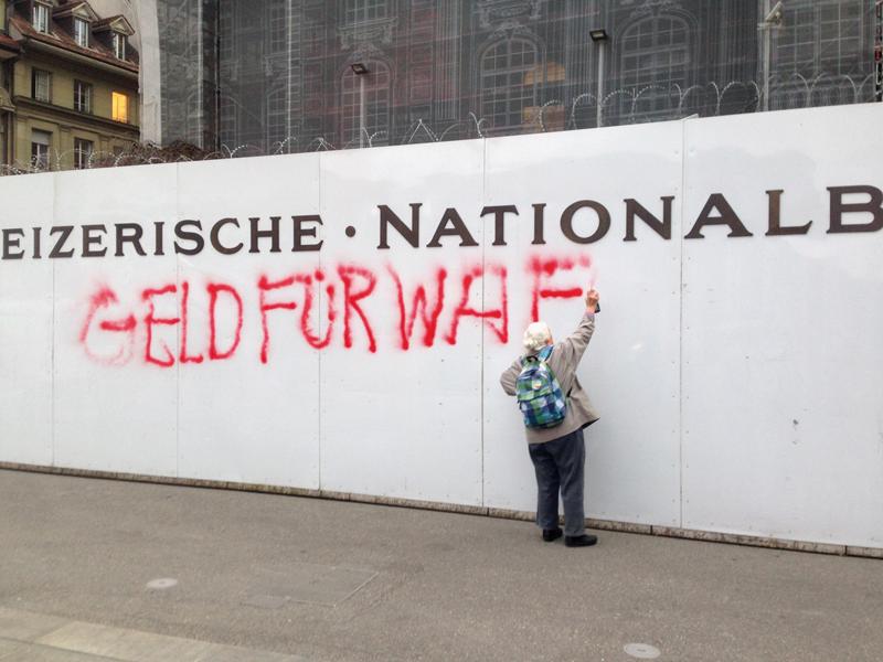 Stop agli investimenti nelle imprese della guerra: la Svizzera andrà al voto