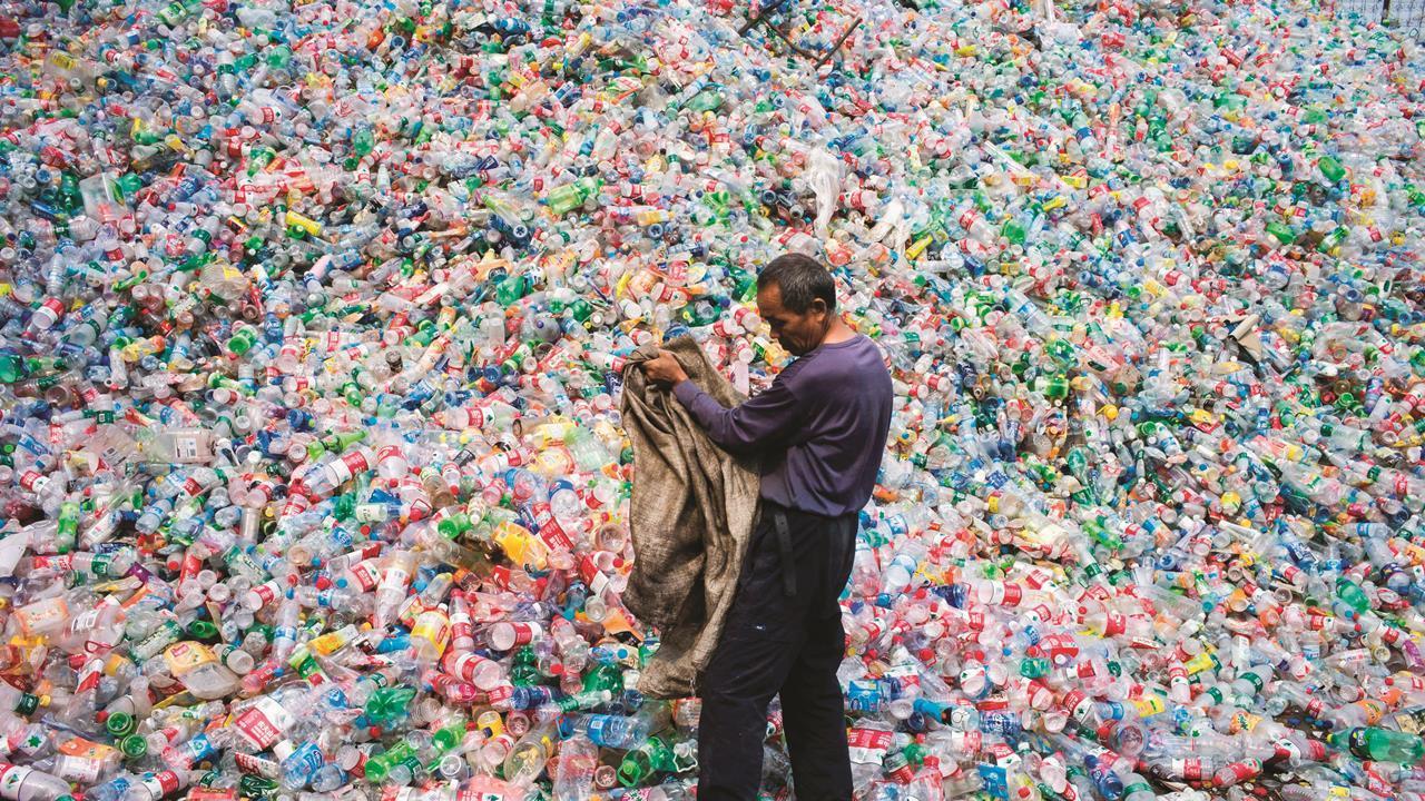 Riciclare la plastica non salverà i mari e il pianeta