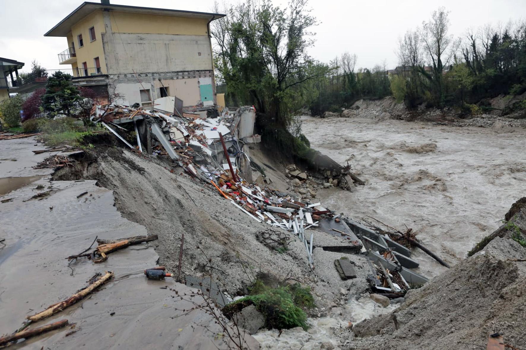 Zero salvaguardia e prevenzione del territorio, spreco di denaro pubblico e la gente continua a morire